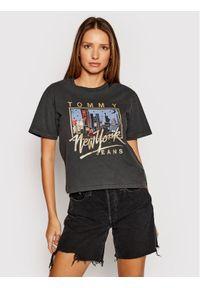 Tommy Jeans T-Shirt Ny Vintage DW0DW09823 Szary Regular Fit. Kolor: szary. Styl: vintage