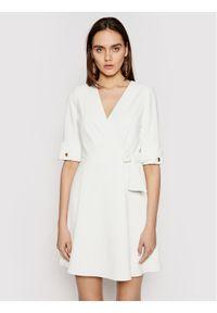 Biała sukienka koktajlowa Marciano Guess