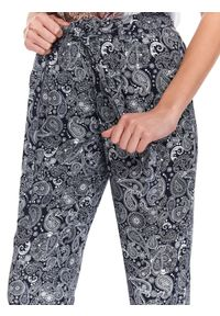Niebieskie spodnie TOP SECRET długie, w kolorowe wzory