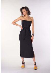 Nommo - Czarna Prosta Sukienka Midi z Odkrytymi Ramionami. Kolor: czarny. Materiał: bawełna, poliester. Typ sukienki: proste, z odkrytymi ramionami. Długość: midi
