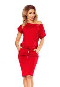 Numoco - Czerwona Dzianinowa Sukienka z Tunelem w Tali. Kolor: czerwony. Materiał: dzianina