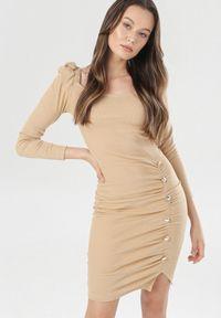 Born2be - Jasnobeżowa Sukienka Thamare. Okazja: na co dzień. Kolor: beżowy. Materiał: dzianina. Długość rękawa: długi rękaw. Wzór: prążki, aplikacja. Styl: glamour, casual. Długość: mini