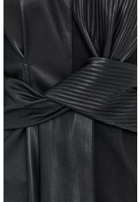 Beatrice B - Sukienka. Kolor: czarny. Materiał: skóra. Długość rękawa: długi rękaw. Typ sukienki: plisowane, rozkloszowane
