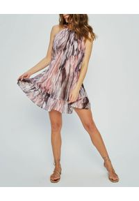 MARLU - Fioletowa sukienka Addis. Okazja: na randkę. Kolor: różowy, wielokolorowy, fioletowy. Materiał: tkanina, materiał. Wzór: nadruk. Sezon: lato. Styl: wizytowy, wakacyjny, elegancki. Długość: mini