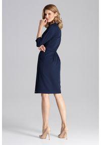 Figl - Elegancka sukienka z kopertowym dekoltem i wiązaniem granatowa. Okazja: do pracy, na spotkanie biznesowe. Kolor: niebieski. Typ sukienki: kopertowe. Styl: elegancki