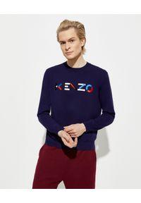 Kenzo - KENZO - Granatowy sweter z wyszywanym logo. Okazja: na co dzień. Kolor: niebieski. Materiał: bawełna. Długość rękawa: długi rękaw. Długość: długie. Wzór: aplikacja, kolorowy. Styl: klasyczny, casual