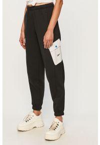 Czarne spodnie dresowe Reebok z aplikacjami