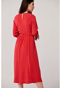Marie Zélie - Sukienka Livia czerwona. Okazja: na co dzień. Kolor: czerwony. Materiał: bawełna, wiskoza, materiał, tkanina, jedwab, skóra. Typ sukienki: proste. Styl: casual. Długość: midi