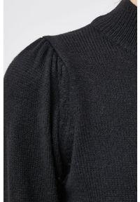 Jacqueline de Yong - Sukienka. Okazja: na co dzień. Kolor: czarny. Materiał: dzianina. Długość rękawa: długi rękaw. Typ sukienki: proste. Styl: casual