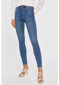 Niebieskie jeansy Answear Lab wakacyjne