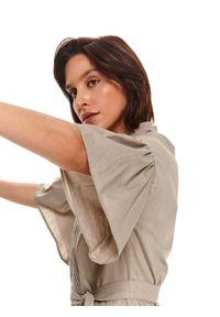 TOP SECRET - Luźna sukienka z obszernym rękawem. Typ kołnierza: kołnierzyk stójkowy. Kolor: beżowy. Materiał: bawełna, tkanina. Sezon: wiosna