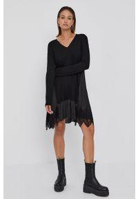 TwinSet - Twinset - Sukienka. Kolor: czarny. Materiał: tkanina, dzianina, koronka. Długość rękawa: długi rękaw. Wzór: gładki. Typ sukienki: asymetryczne