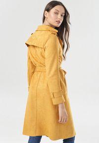 Born2be - Żółty Płaszcz Viviroe. Kolor: żółty