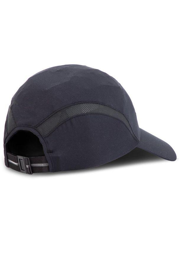 Czarna czapka z daszkiem salomon