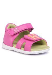 Różowe sandały Agatha Ruiz de la Prada na lato