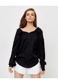 THECADESS - Jedwabna koszula Amalfi Black Wood. Typ kołnierza: dekolt w kształcie V, dekolt na plecach, kołnierzyk klasyczny. Kolor: czarny. Materiał: jedwab. Długość rękawa: długi rękaw. Długość: długie. Styl: wizytowy, klasyczny, elegancki