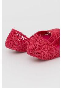 melissa - Melissa - Baleriny Campana Flow. Nosek buta: okrągły. Kolor: fioletowy. Materiał: kauczuk, guma. Obcas: na obcasie. Wysokość obcasa: niski