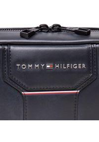 Torebka TOMMY HILFIGER - Th Commputer Tech Pouch AM0AM07622 Czerwony. Kolor: czarny. Materiał: skóra