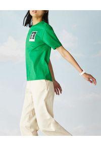 Lacoste - LACOSTE - Zielony t-shirt z polaroidowym nadrukiem. Kolor: zielony. Materiał: bawełna, jersey. Wzór: nadruk
