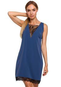 MOE - Elegancka lekko połyskująca sukienka z koronkowym dekoltem. Materiał: koronka. Styl: elegancki