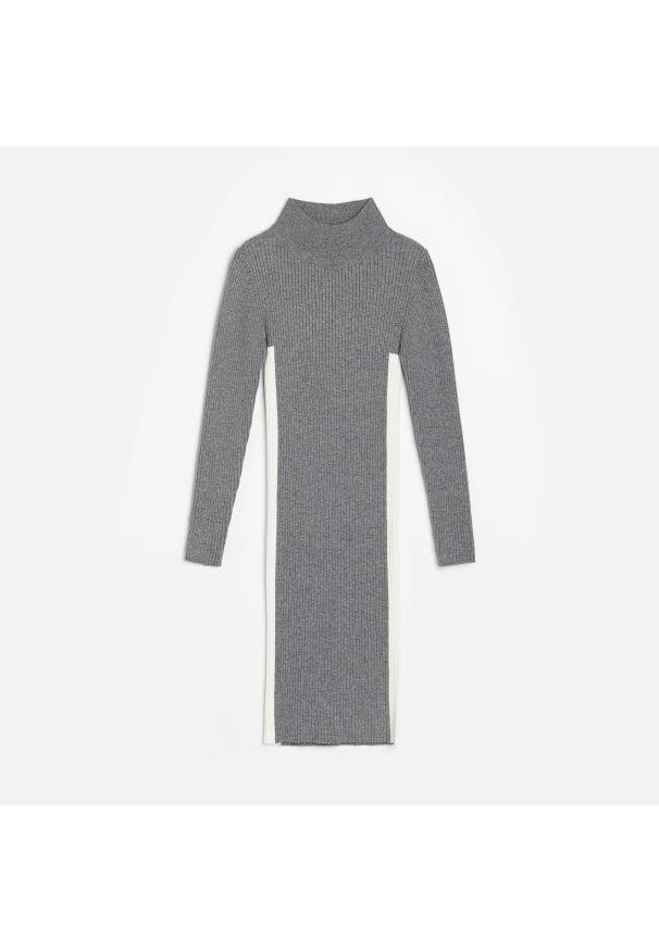 Reserved - Dzianinowa sukienka z golfem - Szary. Typ kołnierza: golf. Kolor: szary. Materiał: dzianina
