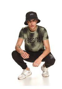 TOP SECRET - T-shirt z nadrukiem. Kolor: brązowy. Materiał: bawełna, tkanina. Długość rękawa: krótki rękaw. Długość: krótkie. Wzór: nadruk. Sezon: jesień. Styl: klasyczny