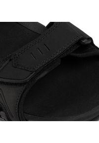 Czarne sandały 4f na lato, klasyczne