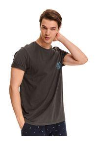 Brązowy t-shirt TOP SECRET krótki, z nadrukiem, z klasycznym kołnierzykiem