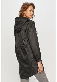 Czarna kurtka columbia z kapturem, gładkie