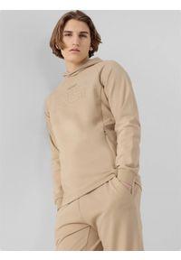 4f - Bluza męska RL9 x 4F. Okazja: na co dzień. Typ kołnierza: kaptur. Kolor: beżowy. Materiał: dresówka, bawełna, dzianina, materiał, włókno. Długość rękawa: raglanowy rękaw. Wzór: aplikacja, nadruk. Styl: casual