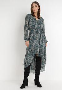 Born2be - Zielona Sukienka Eidousa. Typ kołnierza: dekolt w serek. Kolor: zielony. Materiał: tkanina. Wzór: paisley, aplikacja, nadruk. Typ sukienki: asymetryczne. Długość: midi