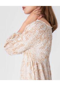 HEMISPHERE - Długa beżowa sukienka z odkrytymi ramionami. Kolor: beżowy. Materiał: len, dzianina. Typ sukienki: z odkrytymi ramionami. Styl: wakacyjny. Długość: maxi