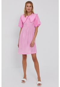 Vila - Sukienka. Okazja: na co dzień. Kolor: różowy. Materiał: tkanina. Długość rękawa: krótki rękaw. Wzór: gładki. Typ sukienki: proste. Styl: casual