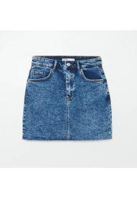 Cropp - Jeansowa spódnica - Niebieski. Kolor: niebieski. Materiał: jeans