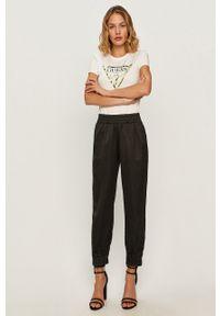 Biała bluzka Guess Jeans casualowa, z nadrukiem, na co dzień