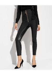 Elisabetta Franchi - ELISABETTA FRANCHI - Spodnie z detalami ze skóry ekologicznej. Stan: podwyższony. Kolor: czarny. Materiał: skóra ekologiczna