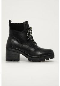 Marco Tozzi - Botki. Nosek buta: okrągły. Zapięcie: sznurówki. Kolor: czarny. Materiał: guma. Obcas: na obcasie. Wysokość obcasa: średni
