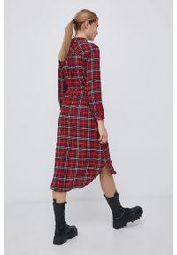 only - Only - Sukienka. Okazja: na co dzień. Kolor: czerwony. Materiał: tkanina. Typ sukienki: proste. Styl: casual