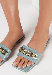 Born2be - Niebieskie Klapki Sabrisiphe. Nosek buta: otwarty. Kolor: niebieski. Materiał: skóra, lakier. Wzór: aplikacja. Obcas: na obcasie. Wysokość obcasa: niski