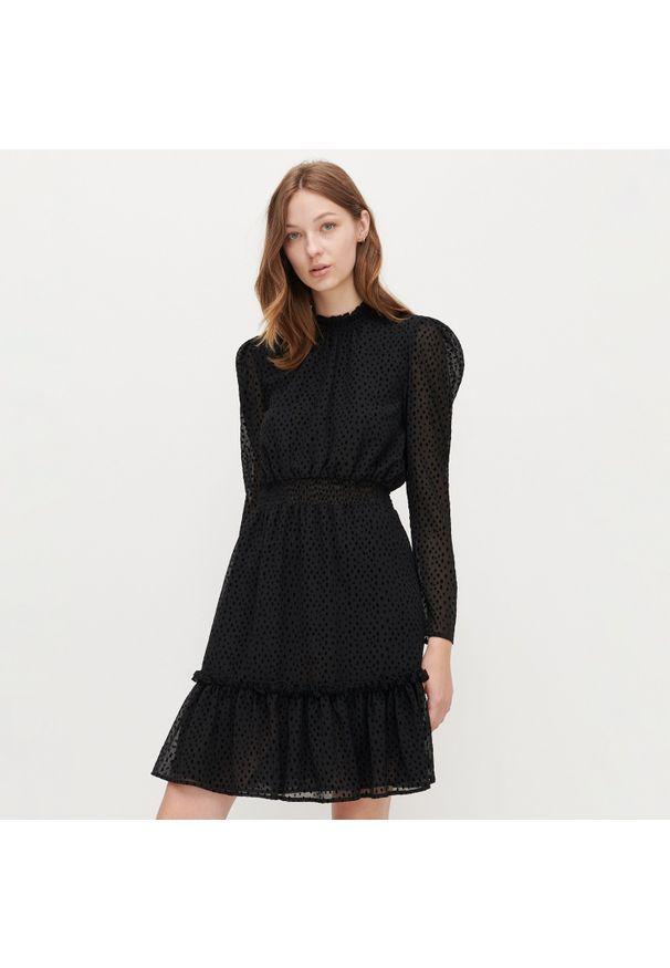 Czarna sukienka Reserved ze stójką
