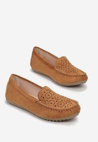 Born2be - Camelowe Mokasyny Blitze. Okazja: na co dzień. Nosek buta: okrągły. Zapięcie: bez zapięcia. Materiał: skóra ekologiczna. Wzór: ażurowy, aplikacja. Styl: klasyczny, elegancki, casual