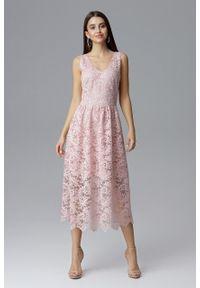 e-margeritka - Koronkowa sukienka wizytowa bez rękawów różowa - l. Okazja: na sylwestra, na studniówkę, na wesele, na ślub cywilny, na imprezę. Kolor: różowy. Materiał: koronka. Długość rękawa: bez rękawów. Wzór: koronka. Typ sukienki: kopertowe. Styl: wizytowy. Długość: midi