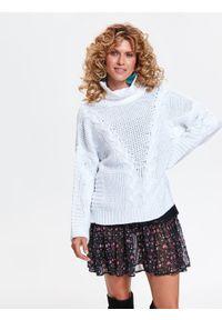 Biały sweter TOP SECRET w kolorowe wzory, na zimę, z klasycznym kołnierzykiem, elegancki