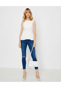 VICTORIA BECKHAM - Bluzka bez rękawów z marszczeniem. Kolor: biały. Materiał: poliester, materiał. Długość rękawa: bez rękawów. Styl: elegancki, klasyczny