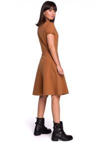 BE - Gładka sukienka z lekko rozkloszowanym dołem. Materiał: elastan, dzianina, bawełna, materiał. Wzór: gładki. Typ sukienki: rozkloszowane