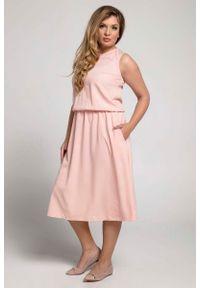 Różowa sukienka wizytowa Nommo midi, dla puszystych