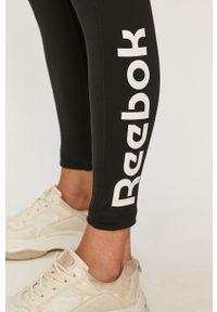 Czarne legginsy Reebok z nadrukiem