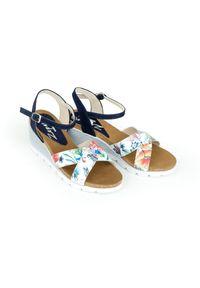 Zapato - sandałki na koturnie - skóra naturalna - model 349 - kolor kwiatek. Okazja: na co dzień. Materiał: skóra. Wzór: kwiaty. Sezon: lato. Obcas: na koturnie. Styl: klasyczny, boho, casual