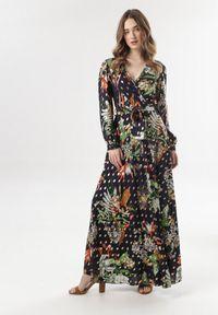 Born2be - Granatowa Sukienka Doriedina. Kolor: niebieski. Materiał: materiał. Długość rękawa: długi rękaw. Wzór: aplikacja, nadruk. Długość: maxi