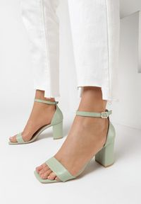 Miętowe sandały Born2be